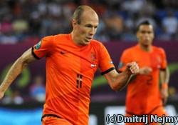 Definitieve Selectie Oranje — Nederlands Elftal in actie met Robin van Persie en Arjen Robben op 13 juni.